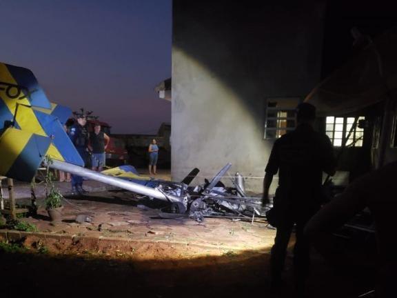 Avião de vereador cai, criança morre e 2 pessoas ficam em estado grave
