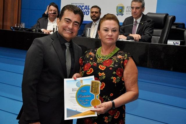 Mirian Sirlei da Veiga, diretora da Rádio Cidade FM 104 recebe homenagem com a Comenda Antônio Tonanni
