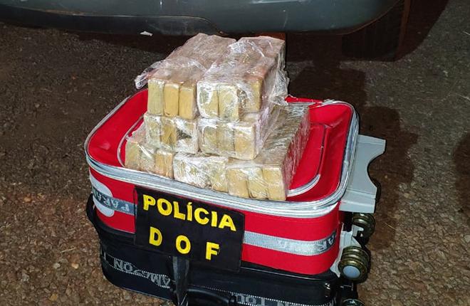 Passageira de ônibus é presa pelo DOF com mais de 15 quilos de maconha durante a Operação Hórus no município de Ponta Porã