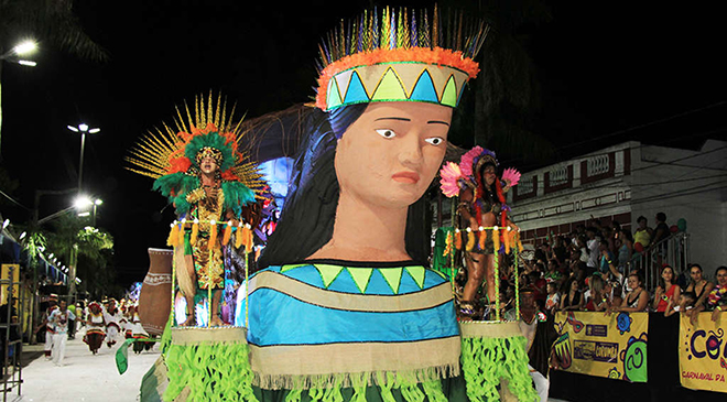 Domingo de carnaval tem desfile de escolas de samba em Corumbá
