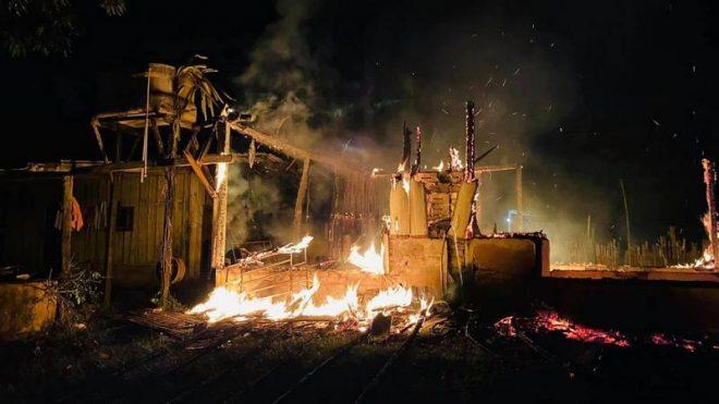 Ex-marido incendeia casa com mulher e quatro crianças dentro