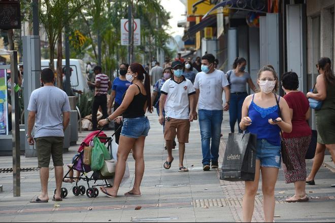 Auxílio emergencial atende seis vezes mais pessoas do que o Bolsa Família