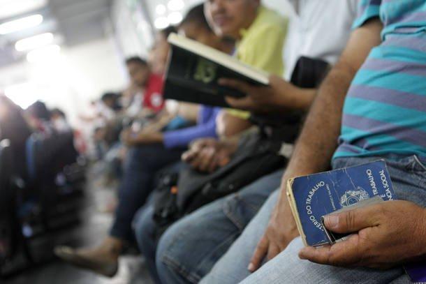 No Brasil, desemprego subiu para 14,1% em setembro, diz IBGE