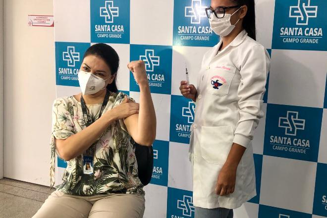 Santa Casa começa a vacinar profissionais da saúde atuantes na linha de frente