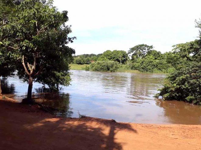 Cheia transborda o Rio Dourados e interdita estrada do Iguassú em Fátima do Sul