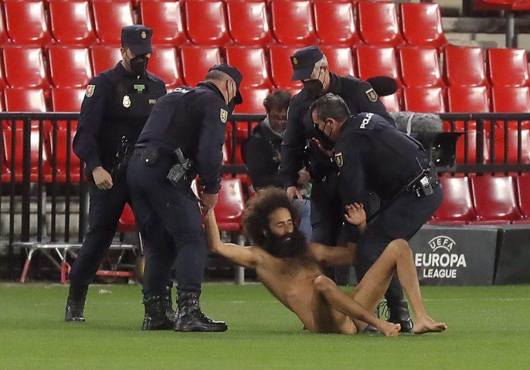 Liga Europa: Com invasão de homem nu em campo, Manchester United vence o Granada fora de casa