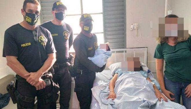 Policiais realizam parto de mulher dentro de carro em rodovia na fronteira de MS
