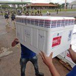 Mato Grosso do Sul recebe novo lote com 97.500 doses da vacina contra Covid-19 neste domingo