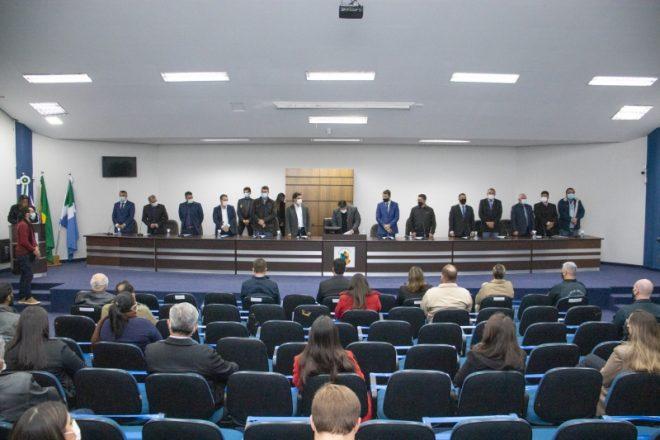 Profissionais da saúde recebem homenagem na Câmara Municipal.