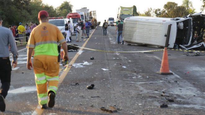 Passageiro de ambulância envolvida em acidente com dois mortos passa por cirurgia na Santa Casa
