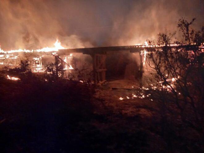 Ponte sobre o córrego Progresso na região de Porto Murtinho é destruída pelo por fogo