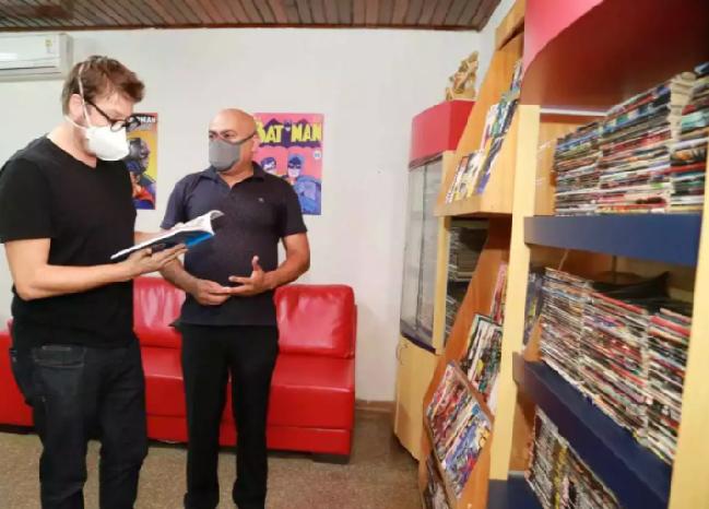 Em Campo Grande, Fábio Porchat visita projeto que ajudou a criar