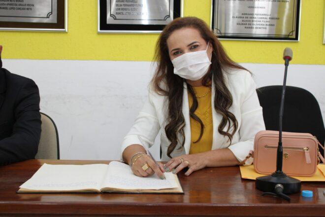 Vereadora de Juti cria Projeto de Lei que propõe distribuição de absorventes para as alunas da Rede Municipal de Ensino